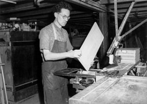 320px-StateLibQld_1_212440_Blind_carpenter_working_with_a_sander,_Indooroopilly,_October_1942